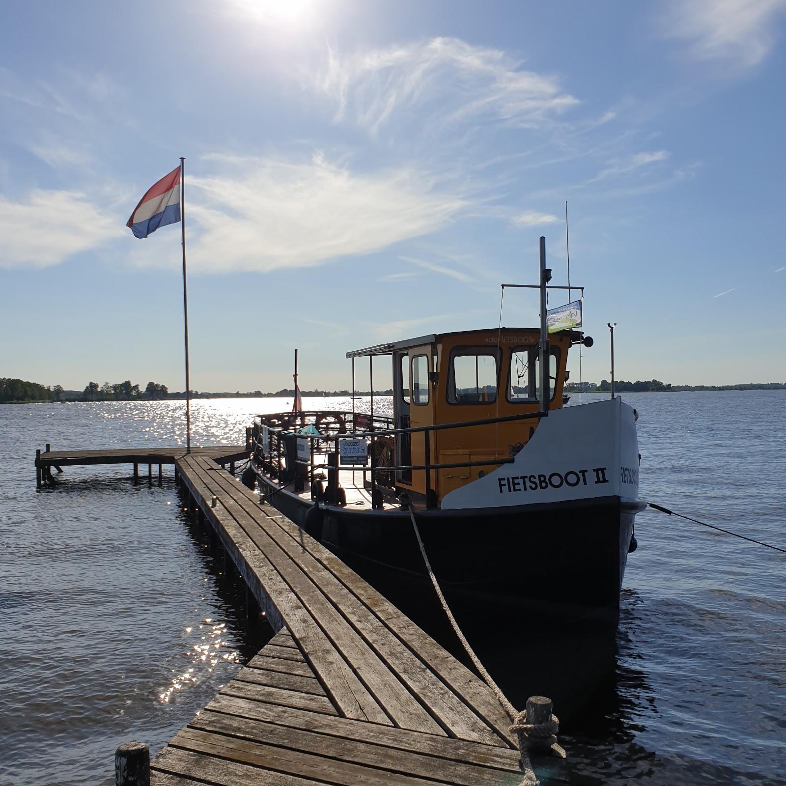 De Fietsboot Loosdrechtse Plassen bij Galerie Wijdemeren Breukeleveen