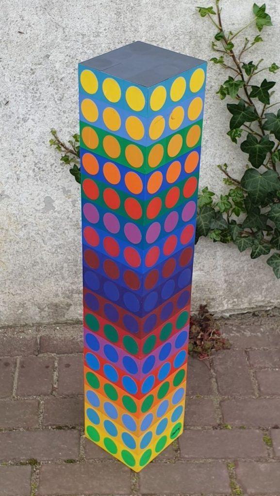 Kunstenaar Victor Vasarely C4303 Victor Vasarely MC8, oplage 21 / 50 Gemengde techniek, 85.5 cm hoog x 15 cm breed x 15 cm diep aan onderzijde gesigneerd verkocht