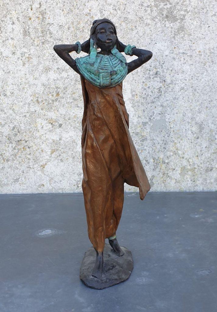 Kunst te koop van beeldhouwster Marianne Houtkamp Afrikaanse vrouw brons, ca. 30 cm hoog gesigneerd, Expositie Galerie Wijdemeren Breukeleveen