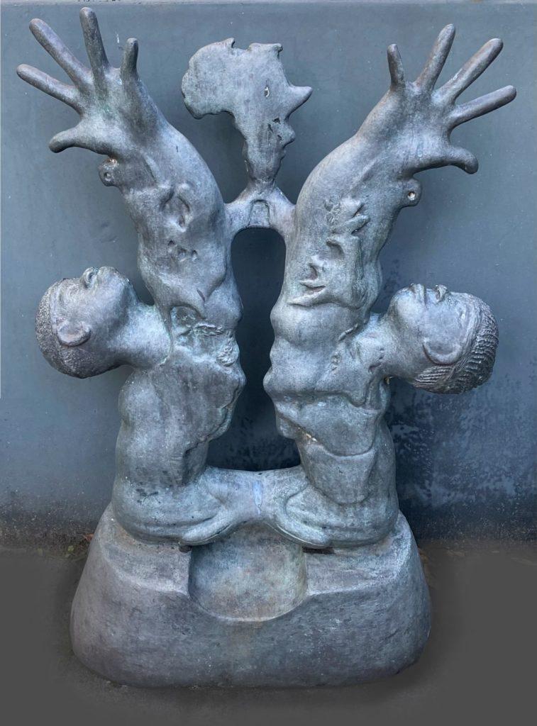 Kunst te koop bij Galerie Wijdemeren, Narcisio (Nel) Simon Dignity (unica) brons, 81 cm hoog, 52 cm breed, 22 cm diep in opdracht voor Unesco (USA)