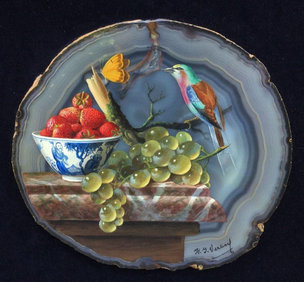 Schilderijen te koop van kunstschilder Hans J. Verhoef Stilleven met fruit, vogel en chinees kommetje olieverf op agaat, rechtsonder gesigneerd beeldmaat 24 x 26 cm, lijstmaat 37.5 x 37.5 cm, Expositie Galerie Wijdemeren Breukeleveen