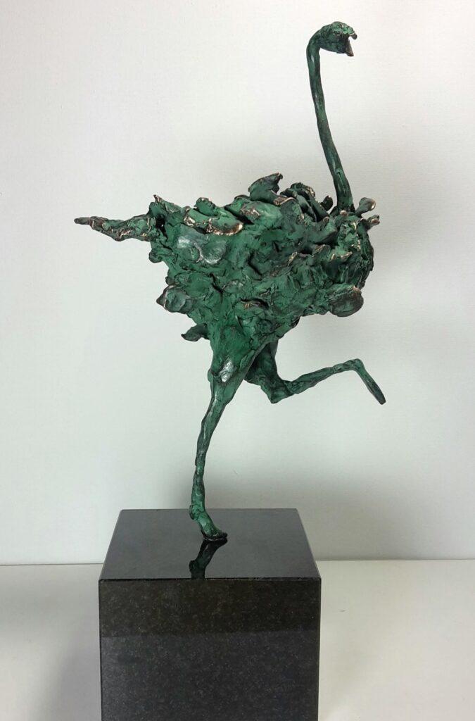 B1789 Marjolijn Dijkhuis De struisvogel die graag balletdanser had willen zijn brons, ca. 30 cm oplage 1/7