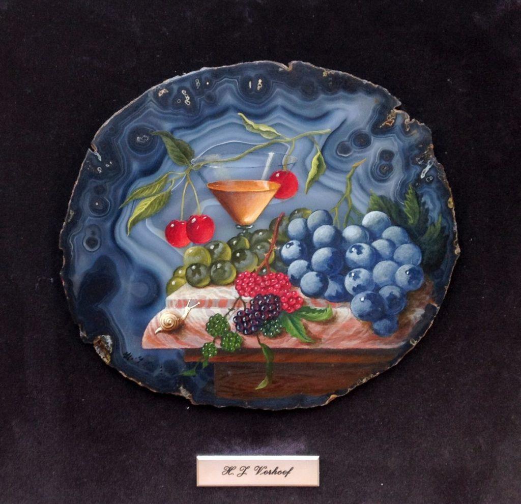 Kunst te koop bij Galerie Wijdemeren van kunstschilder Hans Verhoef Stilleen met fruit en slakje olie op agaat, 38 x 42 cm