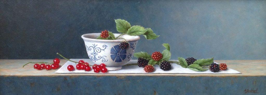 B1906 Annelies Jonkhart Stilleven met bessen en bramen olie op paneel, 14.5 x 39 cm r.o. gesigneerd, te koop bij Galerie Wijdemeren Breukeleveen, schilderijen, expositie