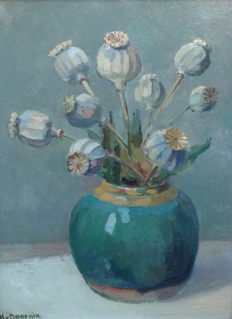 Kunstenaar Heertje van Doornik nr. B2208, Heertje van Doornik  Gedroogde papaverbollen in gemberpot  31,3 cm x 23,2 cm, olie op paneel, l.o. gesigneerd  verkocht