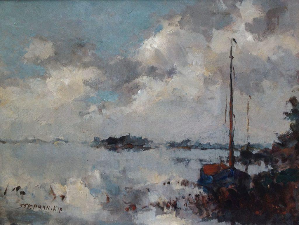 Schilderijen te koop van kunstschilder Stephan Kip Poldergezicht met afgemeerde zeilboot olie op doek, gesigneerd, Expositie Galerie Wijdemeren Breukeleveen