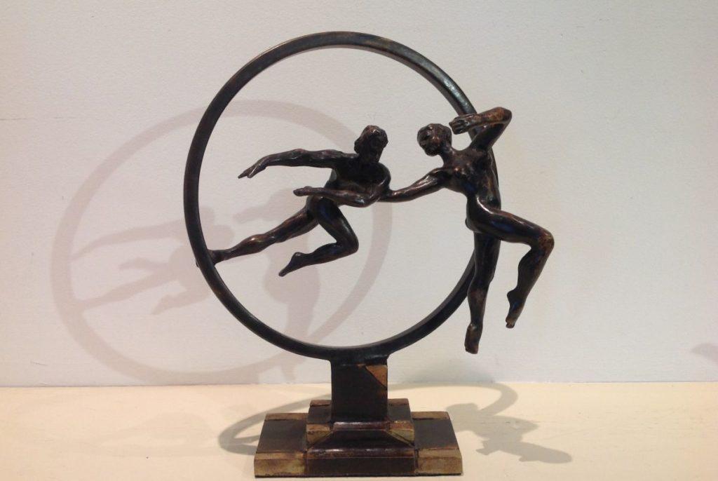 Schilderijen te koop van kunstschilder JeanMarianne Bremers engagement brons, ca. 30 cm hoog unica, Expositie Galerie Wijdemeren Breukeleveen