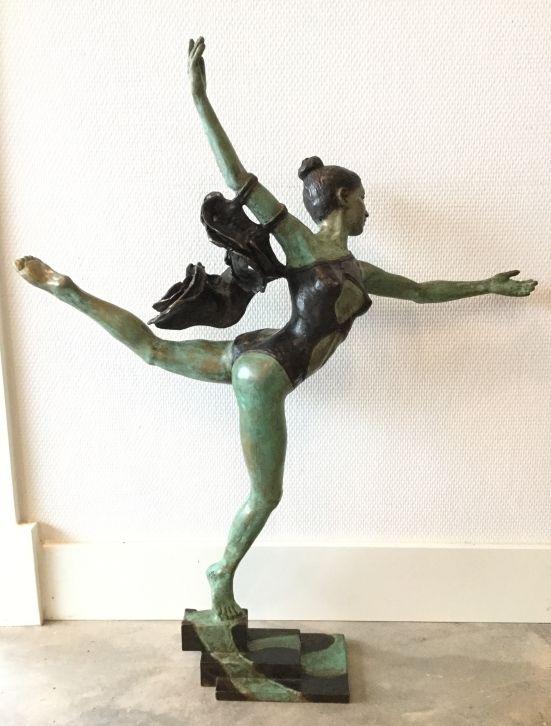 Schilderijen te koop van kunstschilder JeanMarianne Bremers Constanza, danseres met rok brons, 57cm oplage 6/6, Expositie Galerie Wijdemeren Breukeleveen