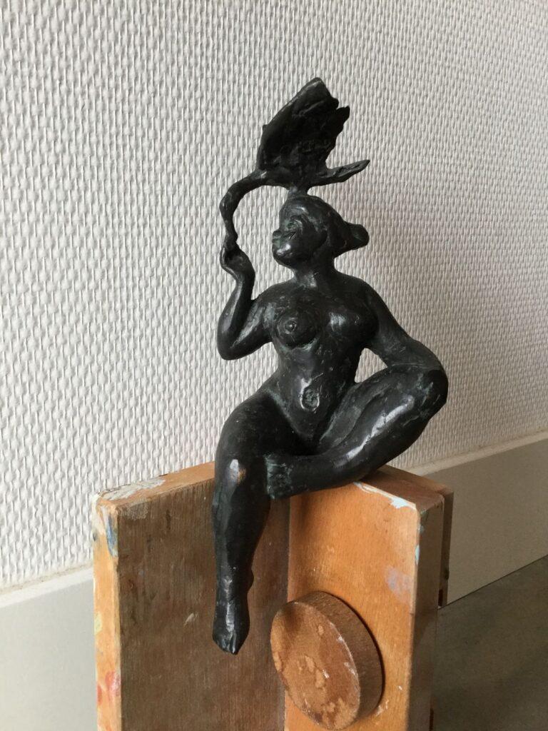 Kunstenaar Anja Vosdingh Bessem C2791, Anja Vosdingh vrouw met zwaan, brons, 24cm
