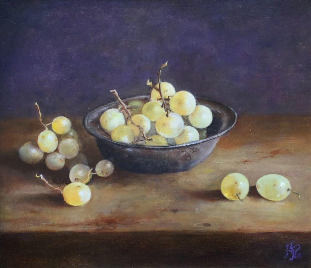 Schilderijen te koop van kunstschilder Arnold Pieterse Stilleven met Druiven olie op paneel, 27,7 x 31,5 cm rechtsonder gesigneerd, Expositie Galerie Wijdemeren Breukeleveen