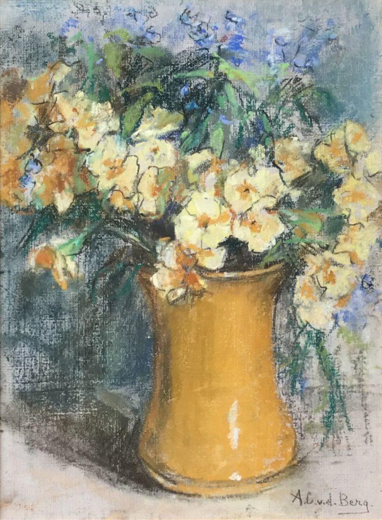 Kunstenaar Ans van den Berg C4166 Ans van de Berg Stilleven met bloemen in gele vaas pastelkrijt op board, beeldmaat: 29,5 x 22 cm rechtsonder gesigneerd particuliere collectie