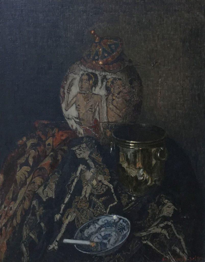 Schilderijen te koop van kunstschilderHenri van Os-Delhez Stilleven met Oosterse attributen en brandende sigaret olie op doek, 51 x 40.5 cm r.o. gesigneerd, Expositie Galerie Wijdemeren Breukeleveen