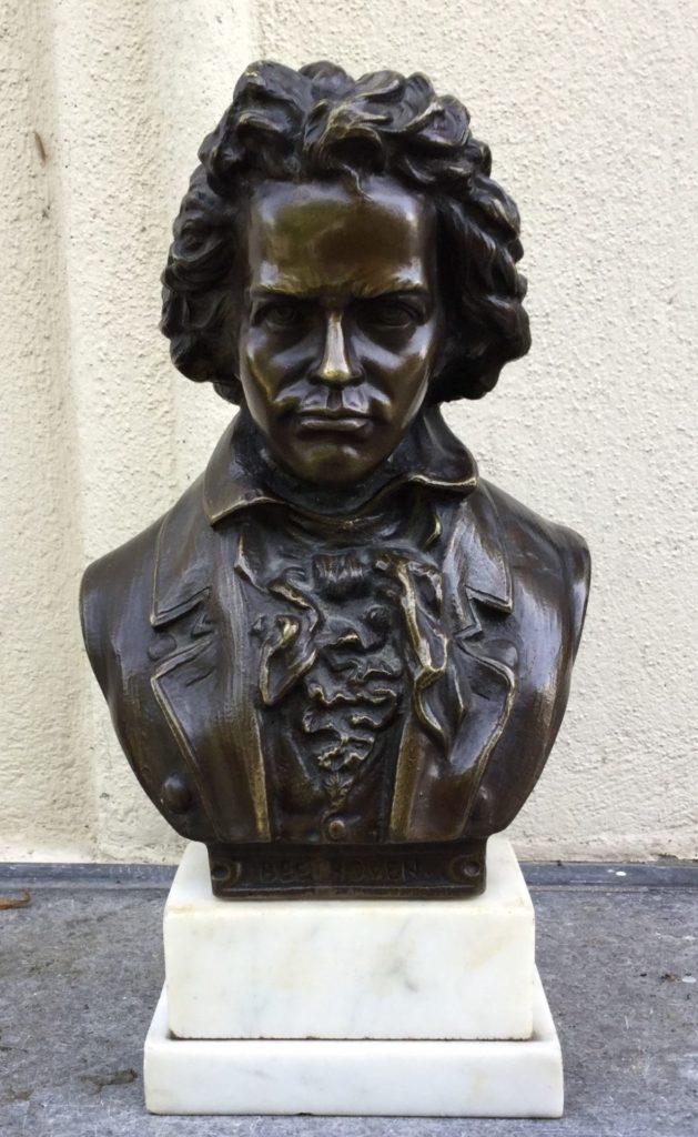 Sculpturen te koop, Bronzen beeld op marmeren sokkel Buste van Beethoven, hoogte ca. 28 cm, expositie Galerie Wijdemeren Breukeleveen