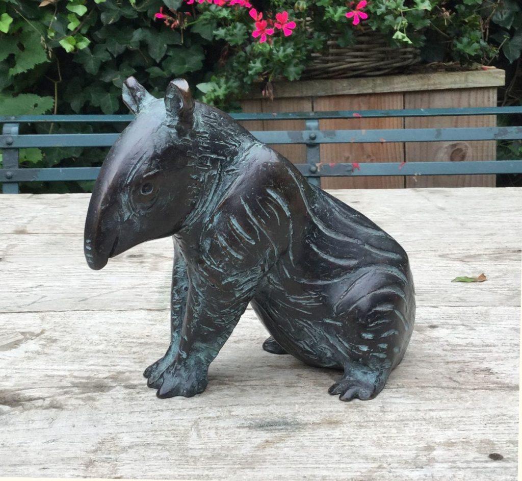Beelden, Sculpturen, Brons, te koop van kunstschilder Hetty Heyster Tapir brons, ca. 16 cm hoog, Expositie Galerie Wijdemeren Breukeleveen