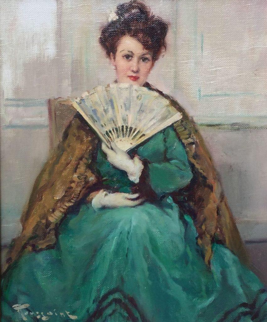Schilderijen te koop bij Galerie Wijdemeren, Fernand Toussaint, Damesportret met waaier en groene jurk, olie op kartonnen schilderspaneel, paneelmaat 39 x 46 cm