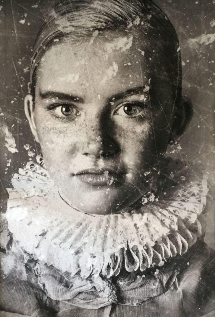 Kunst te koop bij Galerie Wijdemeren, Yasmin Hargreaves Anna Fotoprint, 129 x 89 cm oplage 1/5