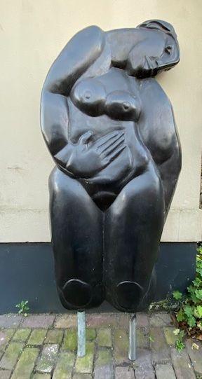 Te koop bij Galerie Wijdemeren, kunstwerken door beeldhouwer Theo Mackaay Lethargie (2001) Brons, 151 cm