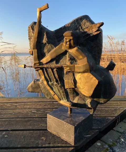 Kunst te koop bij Galerie Wijdemeren, beeldhouwwerk, Theo Mackaay Sagittarius (Boogschutter), 1992 brons, 88 cm