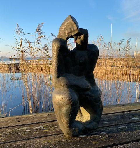 Kunst te koop bij Galerie Wijdemeren van Theo Mackaay Omhelzing brons, ca.75 cm hoog