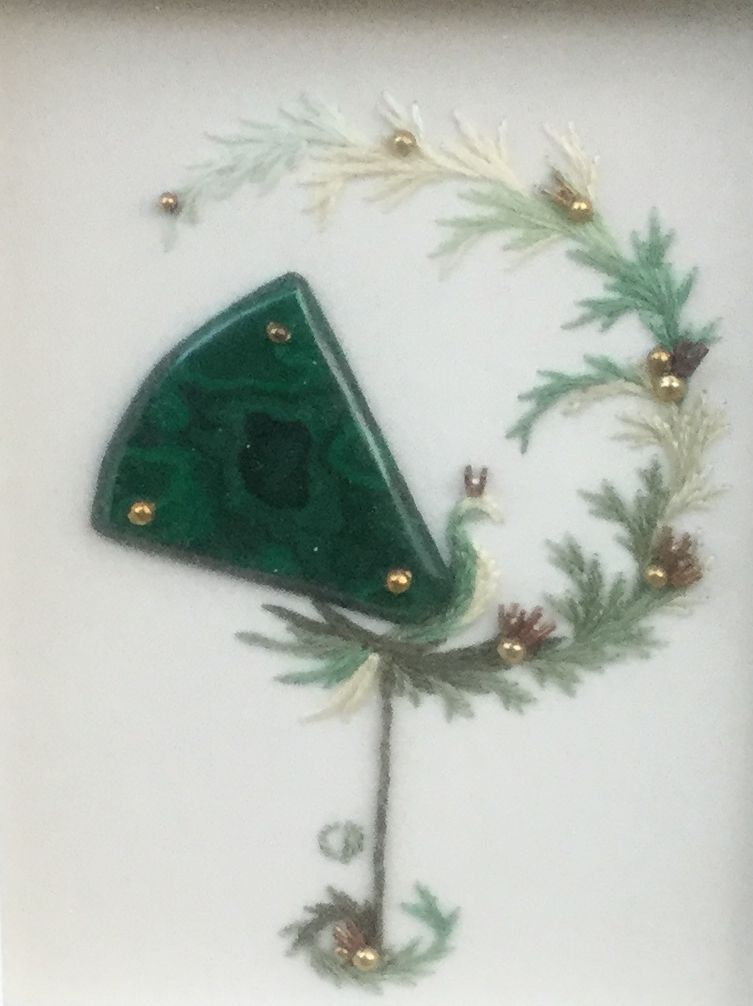 Kunst te koop bij Galerie Wijdemeren van Cecile Dreesmann Vogeltje in 't groen Malachiet - goud - garen, beeldmaat 12 x 9