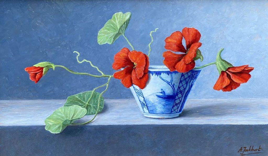 Kunst te koop bij Galerie Wijdemeren van kunstschilder Annelies Jonkhart Chinees kommetje met Oost-Indische kers olie op board, 20 x 34 cm rechtsonder gesigneerd