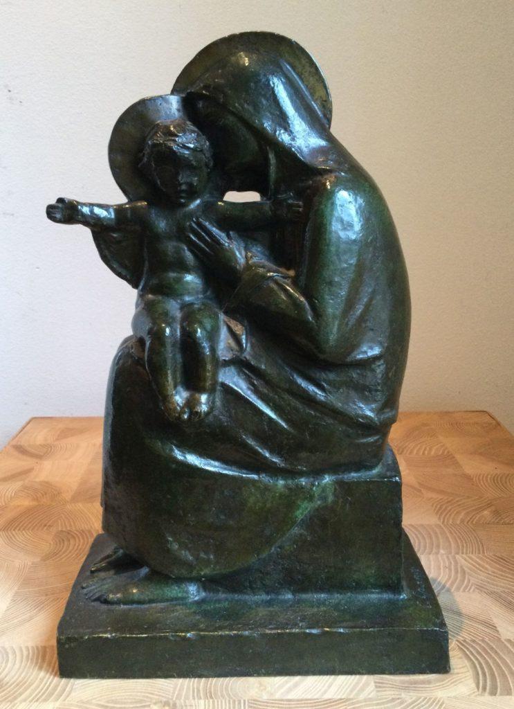 Kunst te koop bij Galerie WIjdemeren van kunstenaar Claude Grange Maria met kind Susse Fréres Paris, cire perdue (verlorenwasmethode), brons ca. 33 (h) x 19.5 (b) x 11.5 (d) cm gesigneerd op voet